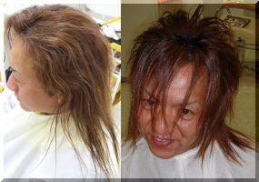 ロングのセンター分けウェーブの髪型